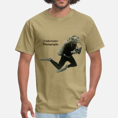Underwater Vintage Underwater Photographer Diver with Camera - Men's T-Shirt