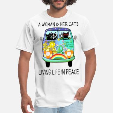 a woman and her cats peace make biscuits not war l - Men's T-Shirt