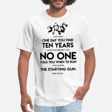 Right Wing and then one day you find ten years have got behin - Men's T-Shirt