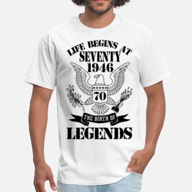 Seventies Made Life Begins At Seventy 1946 The Birth Of Legends - Men's T-Shirt
