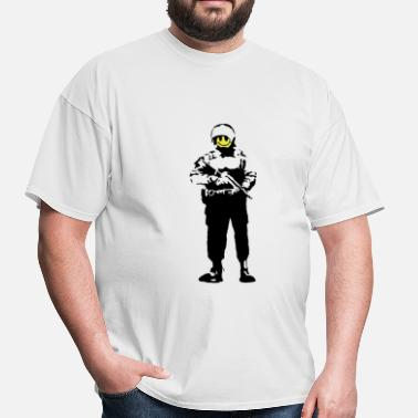 Banksy Banksy Smiley Face Cop - Men's T-Shirt