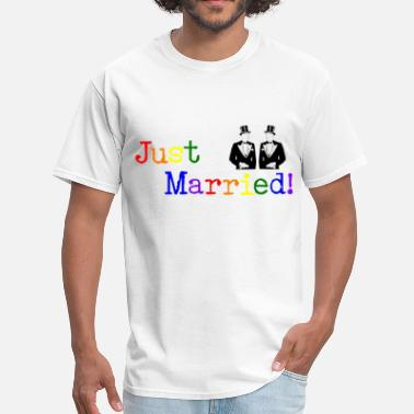 Gay Couples Design Just Married - Men's T-Shirt
