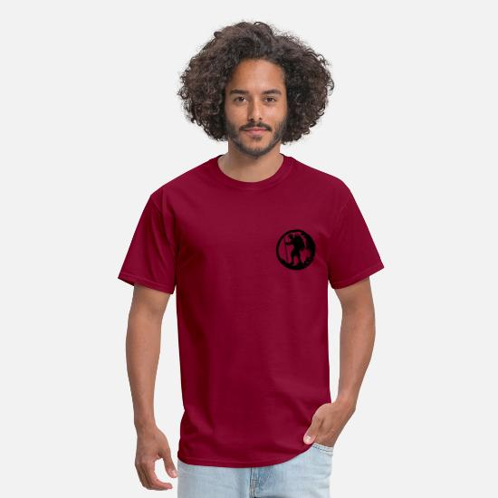 Santiago T-Shirts - A hiker with backpack and trekking pole - Men's T-Shirt burgundy