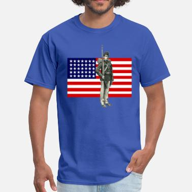 Civil War Confederate Soldier Civil War Soldier with 35 Star American Flag - Men's T-Shirt