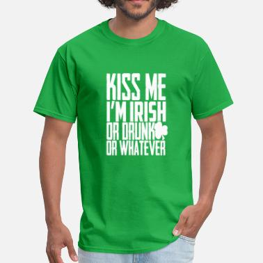 Kissing Alcohol Kiss me I'm irish - Men's T-Shirt