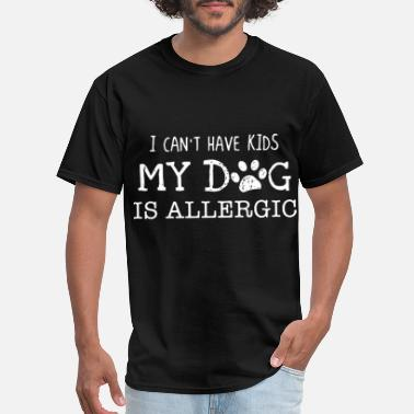 Old English Kids I can not have kids my dog is allergic dog - Men's T-Shirt