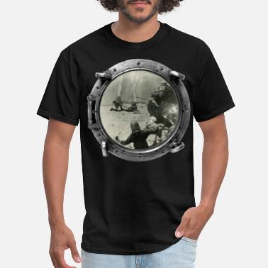 Sea Vintage Treasure Divers Salvaging Gold Bars - Men's T-Shirt