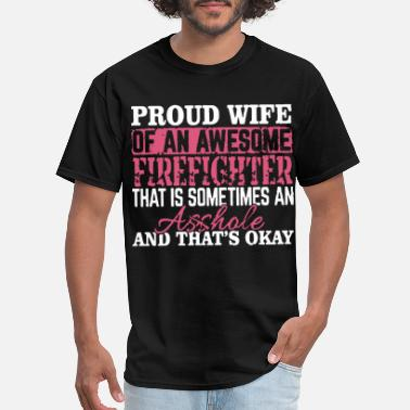 Canada Firefighter proud wife of an awesome firefighter that is somet - Men's T-Shirt