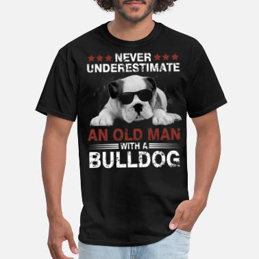 Georgia Bulldog never underestimate and old man with a bulldog - Men's T-Shirt