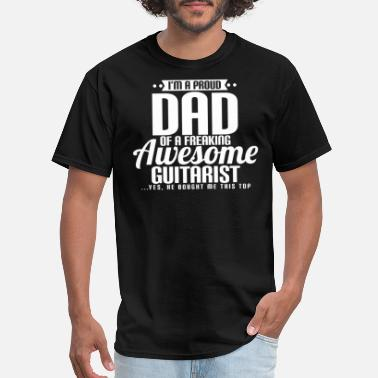 Dayfathers Day I'M A PROUD DAD OF A FREAKING AWESOME GUITARIST - Men's T-Shirt