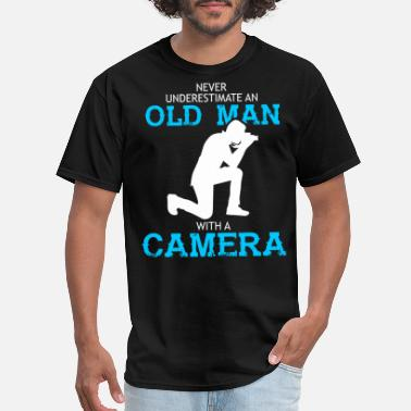 Never Underestimate An Old Man Camera Old Man With A Camera T Shirt - Men's T-Shirt