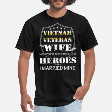 Vietnam veteran wife most people never meet their - Men's T-Shirt
