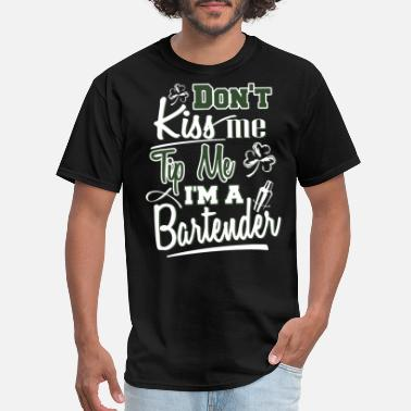 dont kiss me tip me I am a bartender - Men's T-Shirt