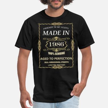 32 Years Old 32 years old, made in 1986 - Men's T-Shirt