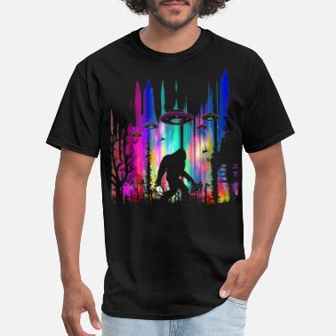 2f248869e Bigfoot Bigfoot UFO Abduction Northern Lights Believers - Men's T-Shirt