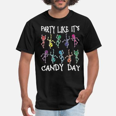 Party Skeleton Skeleton Halloween party with sweets - Men's T-Shirt