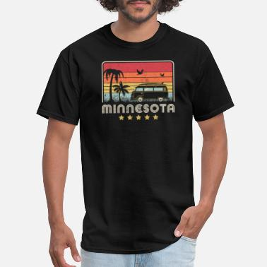 Town Minnesota Print. Retro Style MN, USA Graphic - Men's T-Shirt