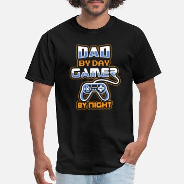 Dads Video Gamer Dad / Old Gamer Daddy Gaming Father - Men's T-Shirt