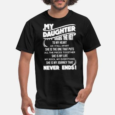 Funny Dads Against Daughters Dating my daughter - Men's T-Shirt