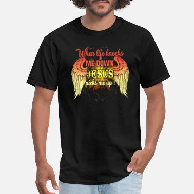 No Jesus No Life Know Jesus Know Life when life knocks me down jesus picks me up jesus - Men's T-Shirt