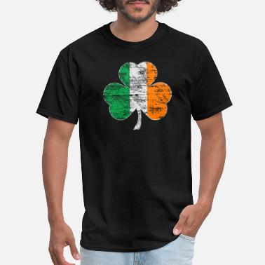 St Patricks Day Vintage Distressed Irish Flag Shamrock - Men's T-Shirt