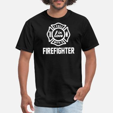 Fell In Love I Fell In Love With A Firefighter - Men's T-Shirt