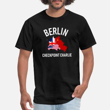 West Berlin Berlin Checkpoint Charlie Ost West DDR Deutschland - Men's T-Shirt