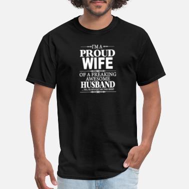 Awesome I'm A Proud Wife Of A Freaking Awesome Husband - Men's T-Shirt