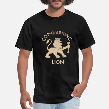 Carl Conquering Lion - Men's T-Shirt