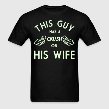 THIS GUY HAS A CRUSH ON HIS WIFE - Men's T-Shirt