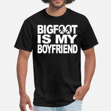 Funny Bigfoot Bigfoot Is My Boyfriend Funny Bigfoot T-Shirt - Men's T-Shirt