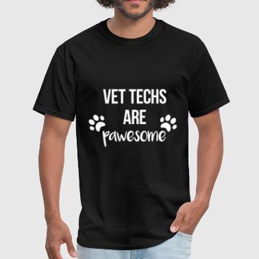 Vet techs are pawesome - Men's T-Shirt