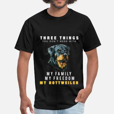 3 Three things you don`t mess with. My family, my fr - Men's T-Shirt