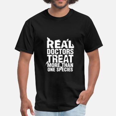 Veterinarian Veterinarian - Real doctors treat more than one sp - Men's T-Shirt