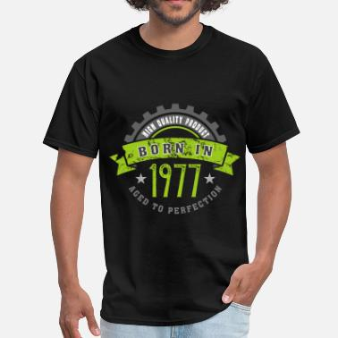 1977 Year Born in the year 1977 b - Men's T-Shirt