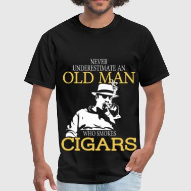 Never Underestimate An Old Man Who Smokes Cigars - Men's T-Shirt