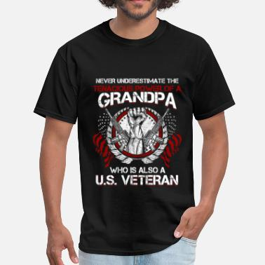 Veteran Memorial Day US veteran Grandpa - Never underestimate - Men's T-Shirt