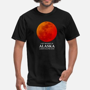 Alaska Souvenir Mooned In Alaska 2018 - Men's T-Shirt