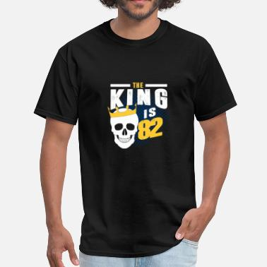82 Birth the king is 82 - Men's T-Shirt