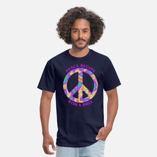 Groovy T-Shirts - Peace Begins With A Smile - Men's T-Shirt navy