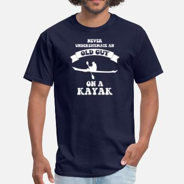 Kayak Never underestimate an old guy on a kayak - Men's T-Shirt