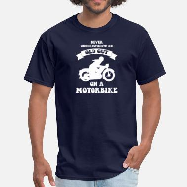 Guys Never underestimate an old guy on a motorbike - Men's T-Shirt