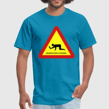 DRUNKEN PEOPLE CROSSING TRAFFIC SIGN - Men's T-Shirt