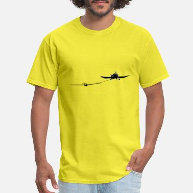 Glider Pilot towing a glider - Men's T-Shirt