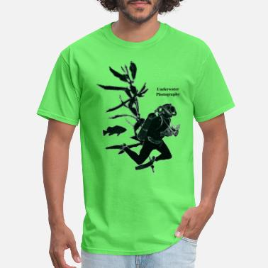 Underwater California Underwater Photography Diver with Fish - Men's T-Shirt
