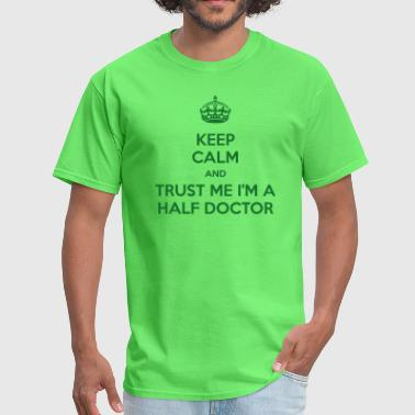 Keep calm and trust me I'm half a doctor - Men's T-Shirt
