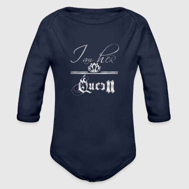 i am her queen white - Organic Long Sleeve Baby Bodysuit