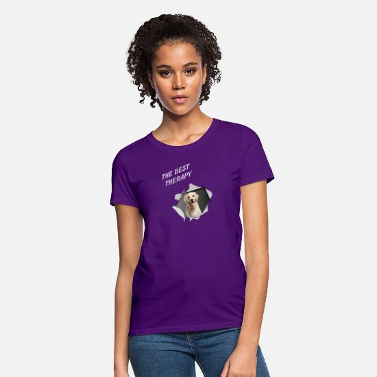 Therapy T-Shirts - Golden dog therapy - Women's T-Shirt purple