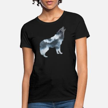 Shelter wolf in forest nature - Women's T-Shirt
