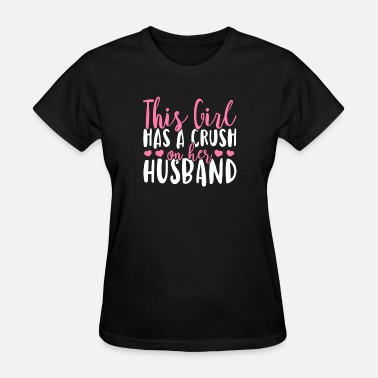 Crush Couple This girl has a crush on her husband - Women's T-Shirt